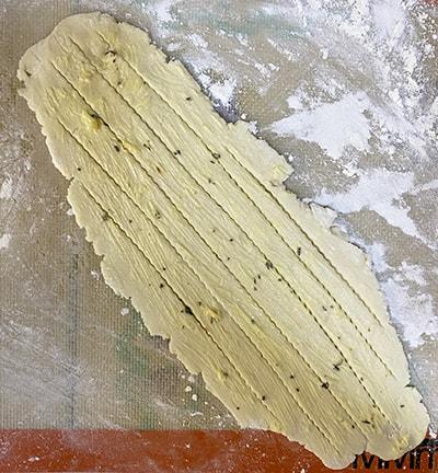 creating stripes in garlic bread